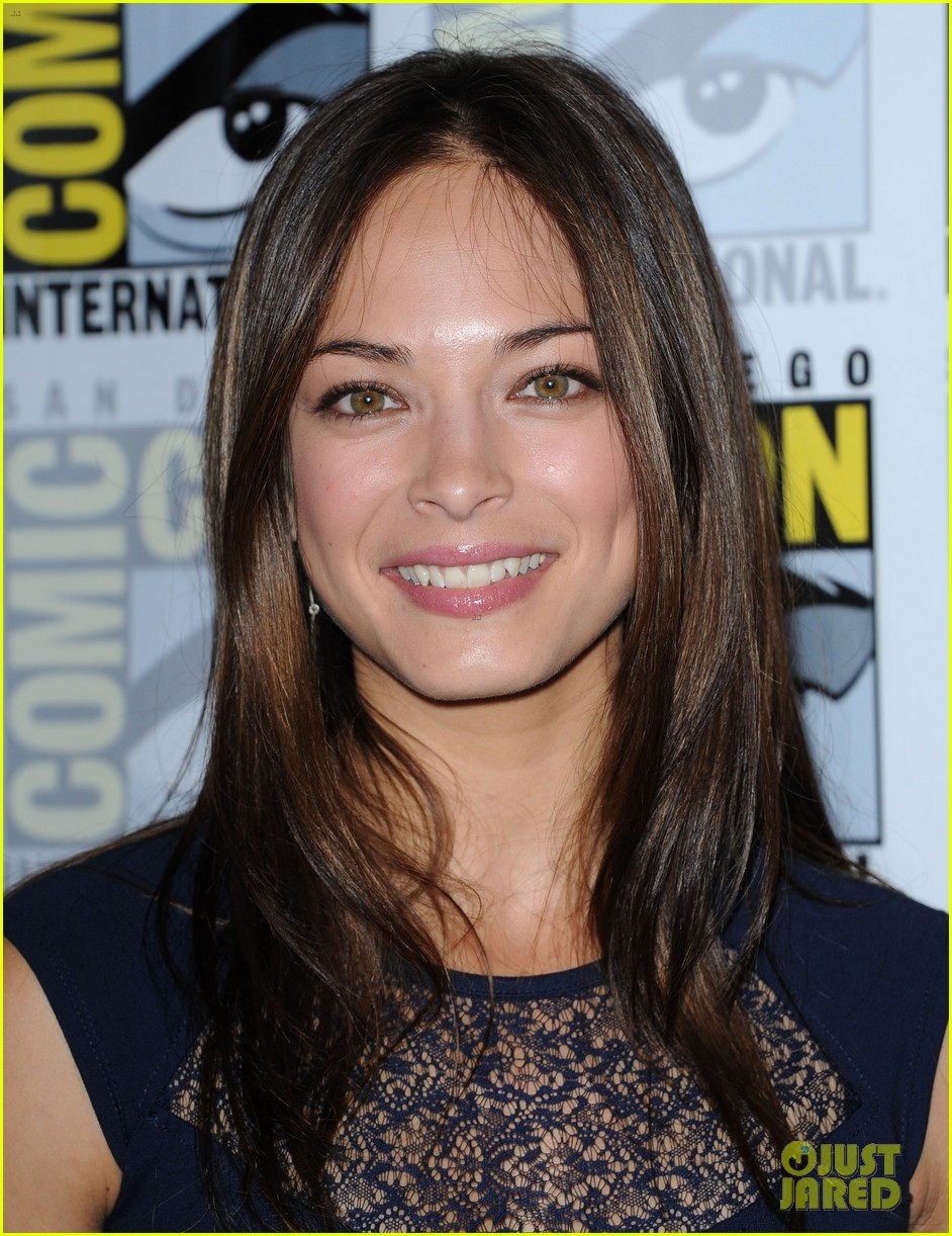 kristin kreuk jay ryan beauty and the beast at comic con 10