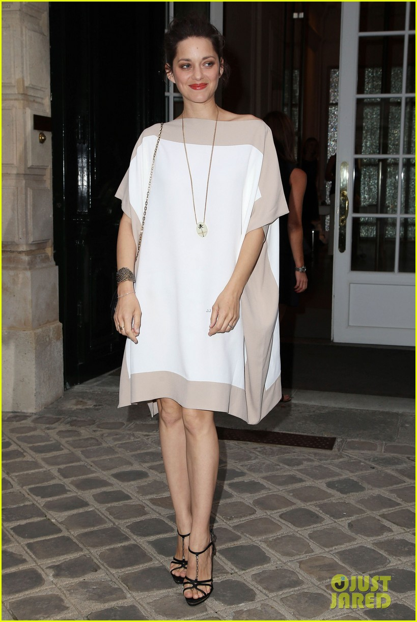 jennifer lawrence marion cotillard dior party 09