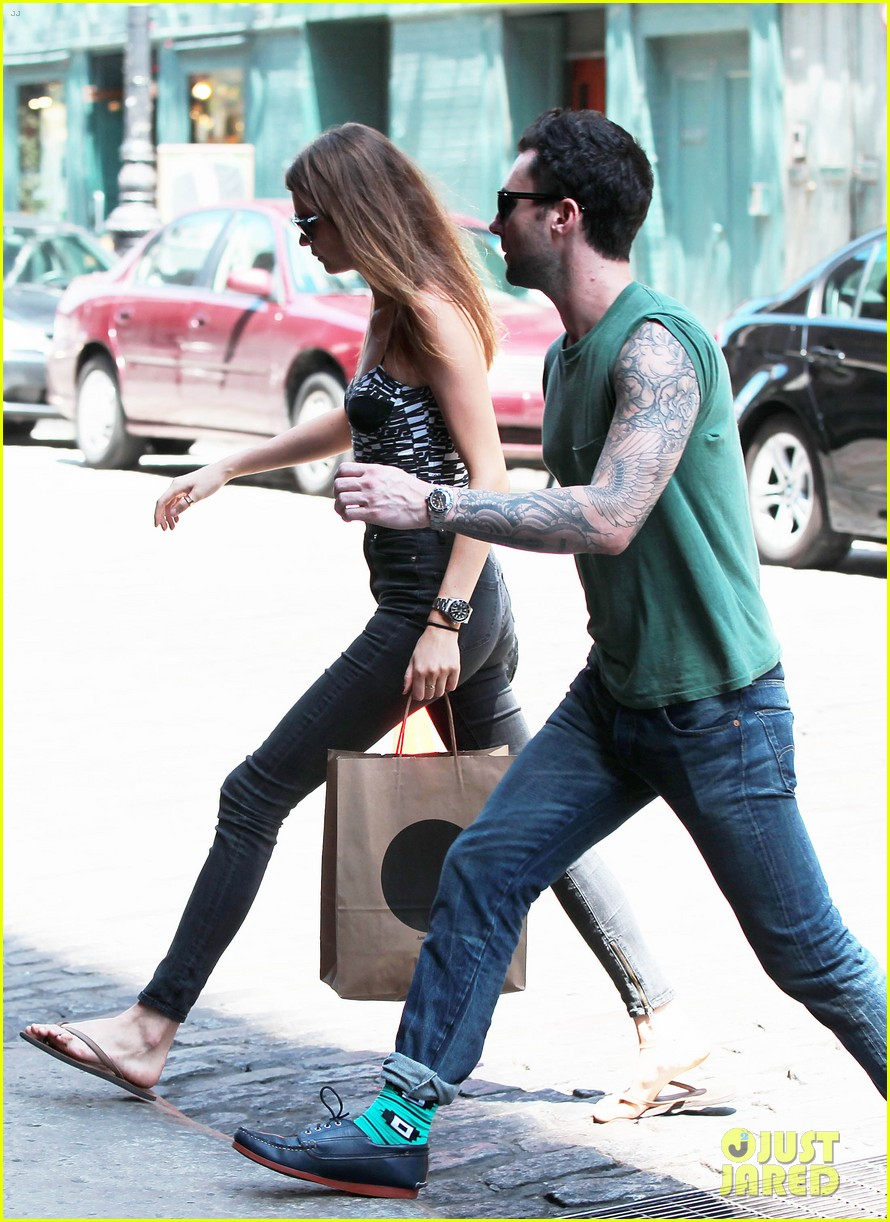 adam levine behati prinsloo big apple babes 012685037
