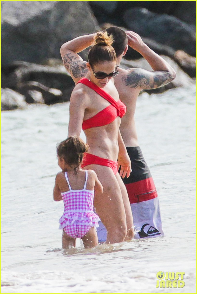jennifer lopez casper smart brazilian beach with the kids 01