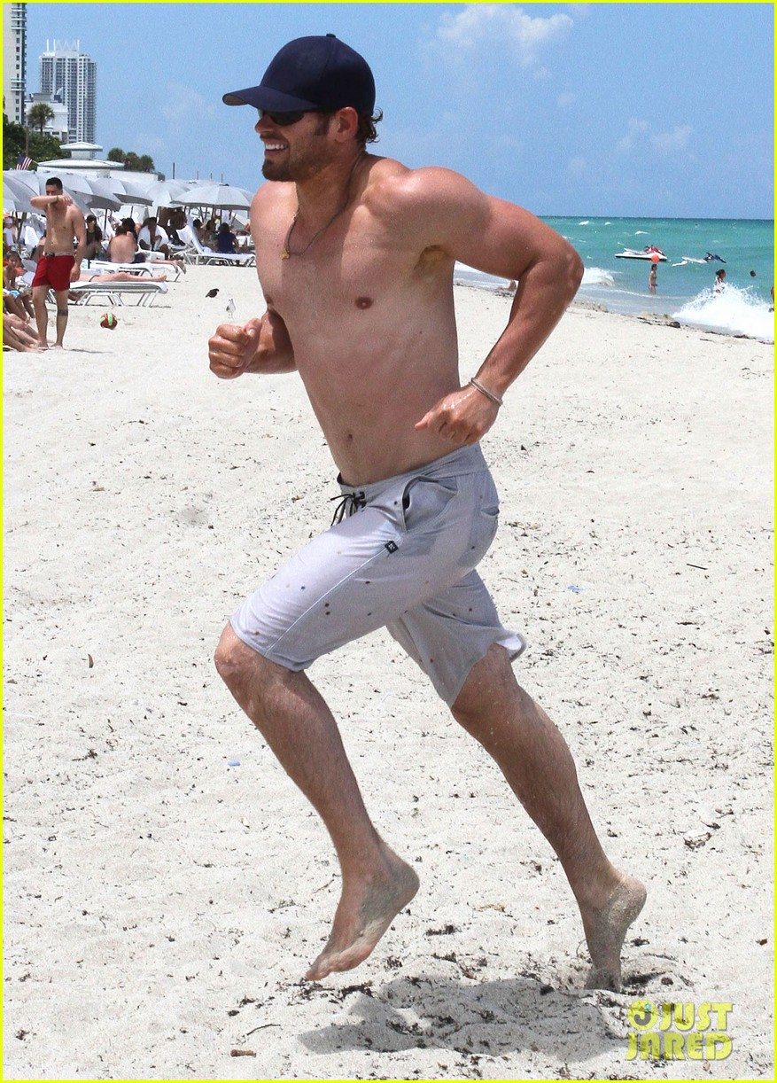 kellan lutz beach day with sharni vinson 01