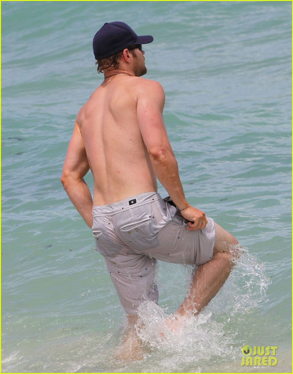 kellan lutz beach day with sharni vinson 132685550
