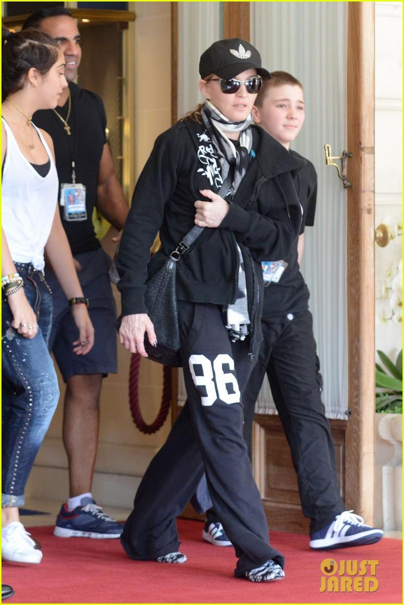 madonna leaving hotel 072687279