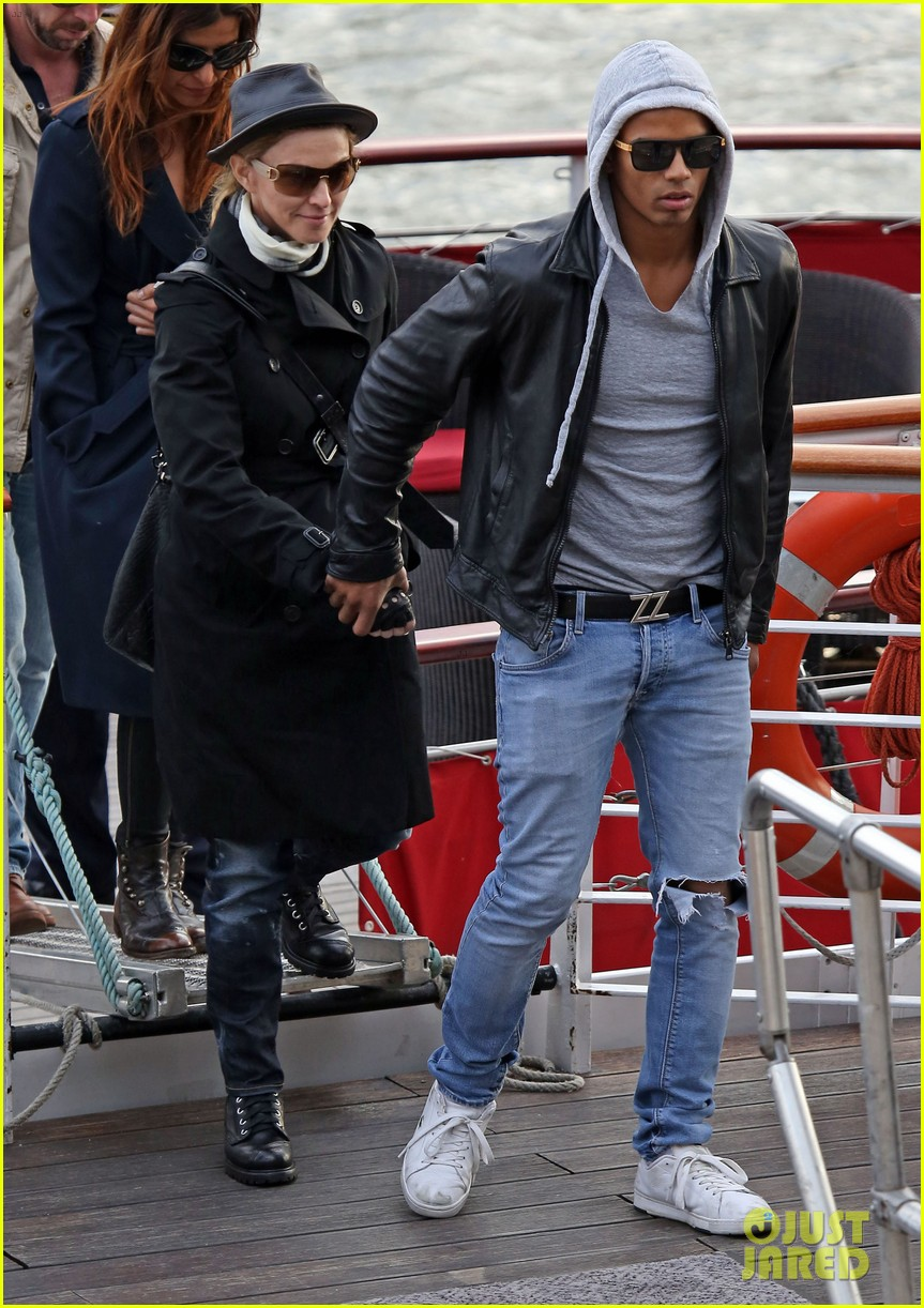 madonna seine river cruise with brahim zaibat and the family 03