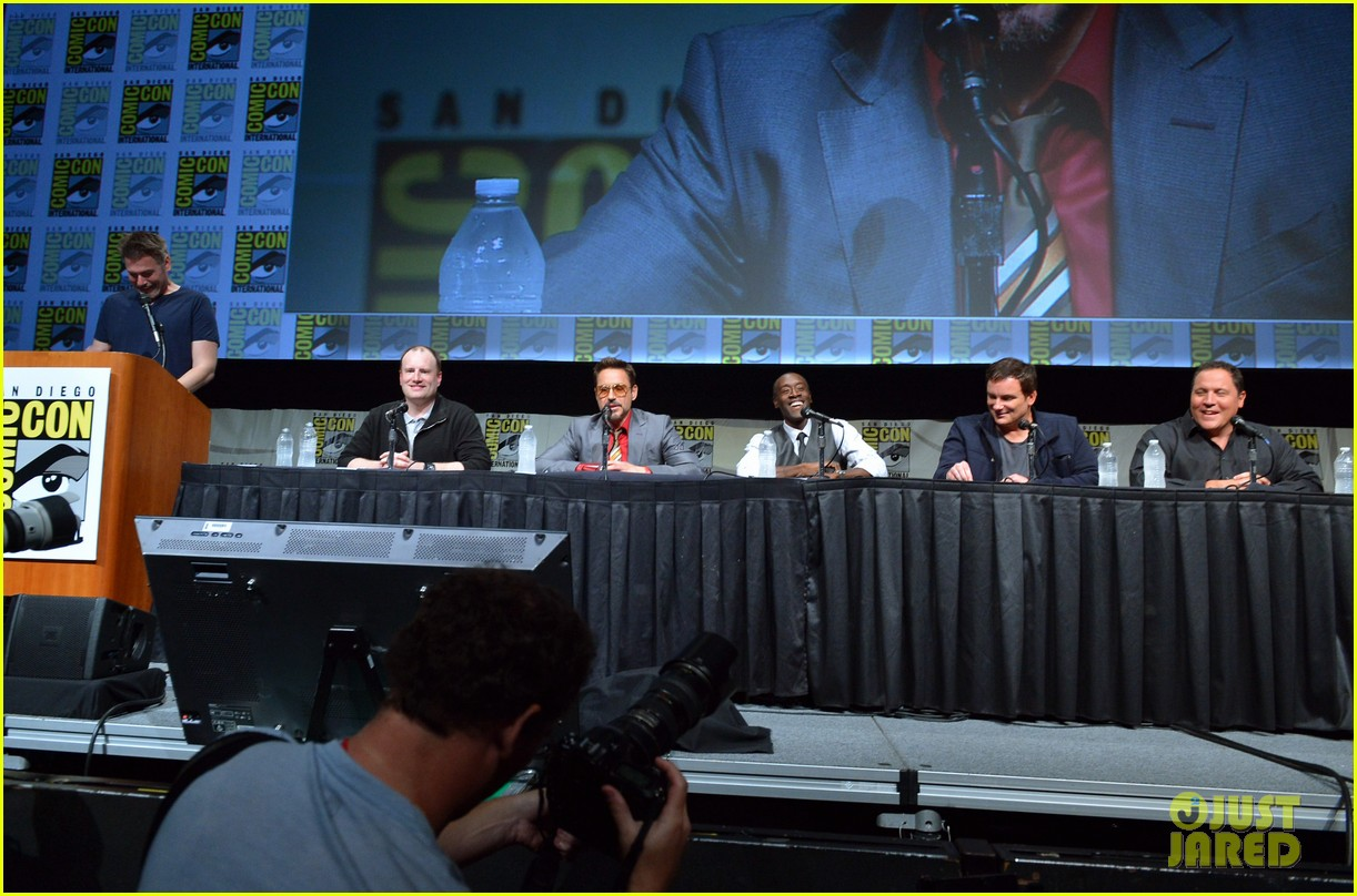 robert downey jr don cheadle marvel panel at comic con 38
