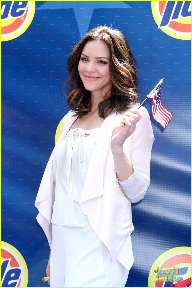 katharine mcphee megan hilty red white smash 102682626