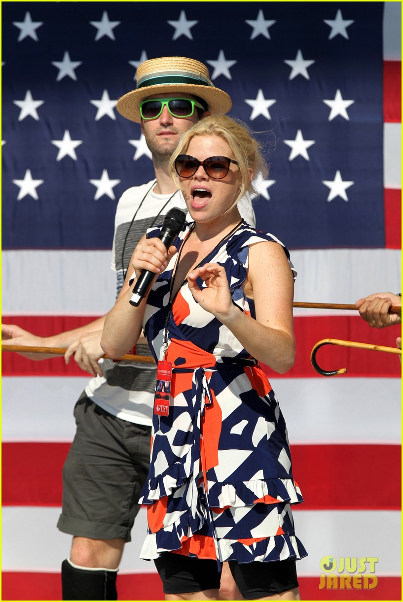 katharine mcphee megan hilty red white smash 25