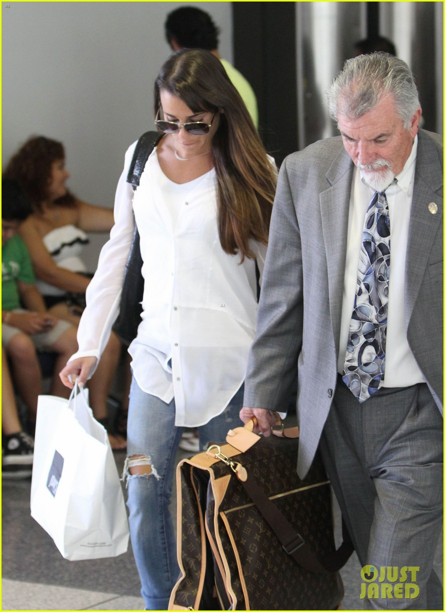 lea michele heads to nyc after glees emmy snub 06