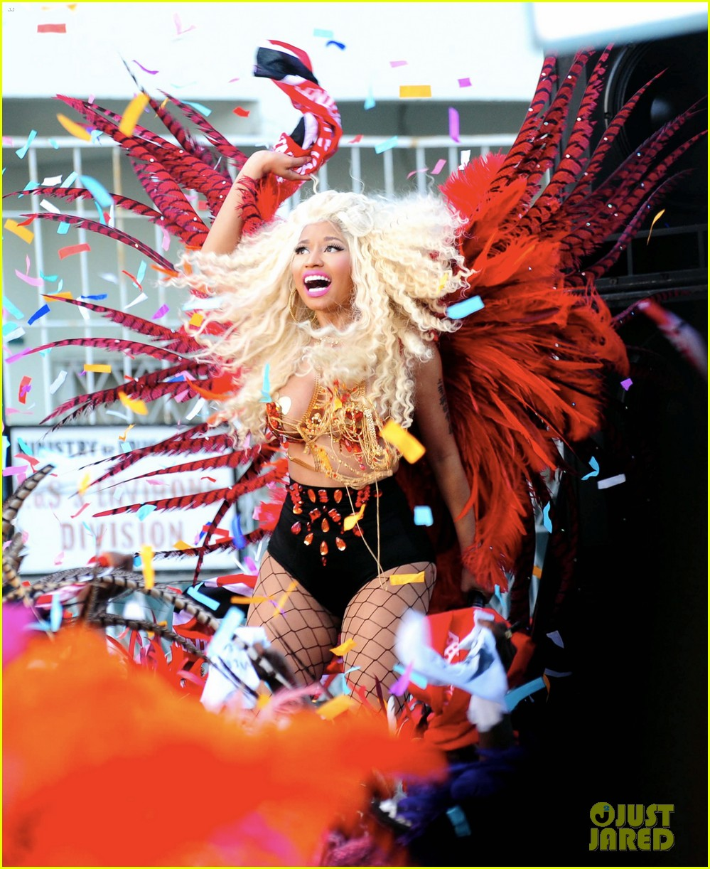 Nicki Minaj 'pound The Alarm'