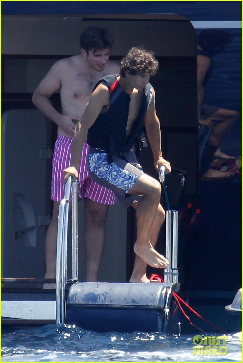 rafael nadal shirtless swim 08