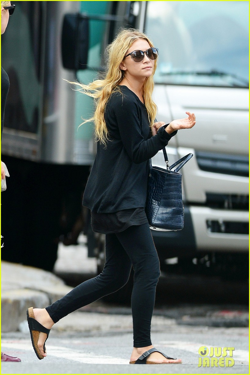 elizabeth ashley olsen stylish in new york 03
