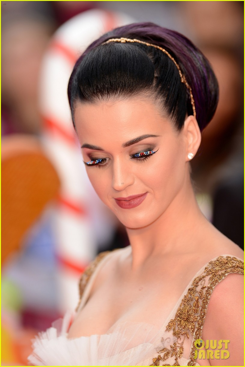 katy perry red white blue eyelashes at uk premiere 10