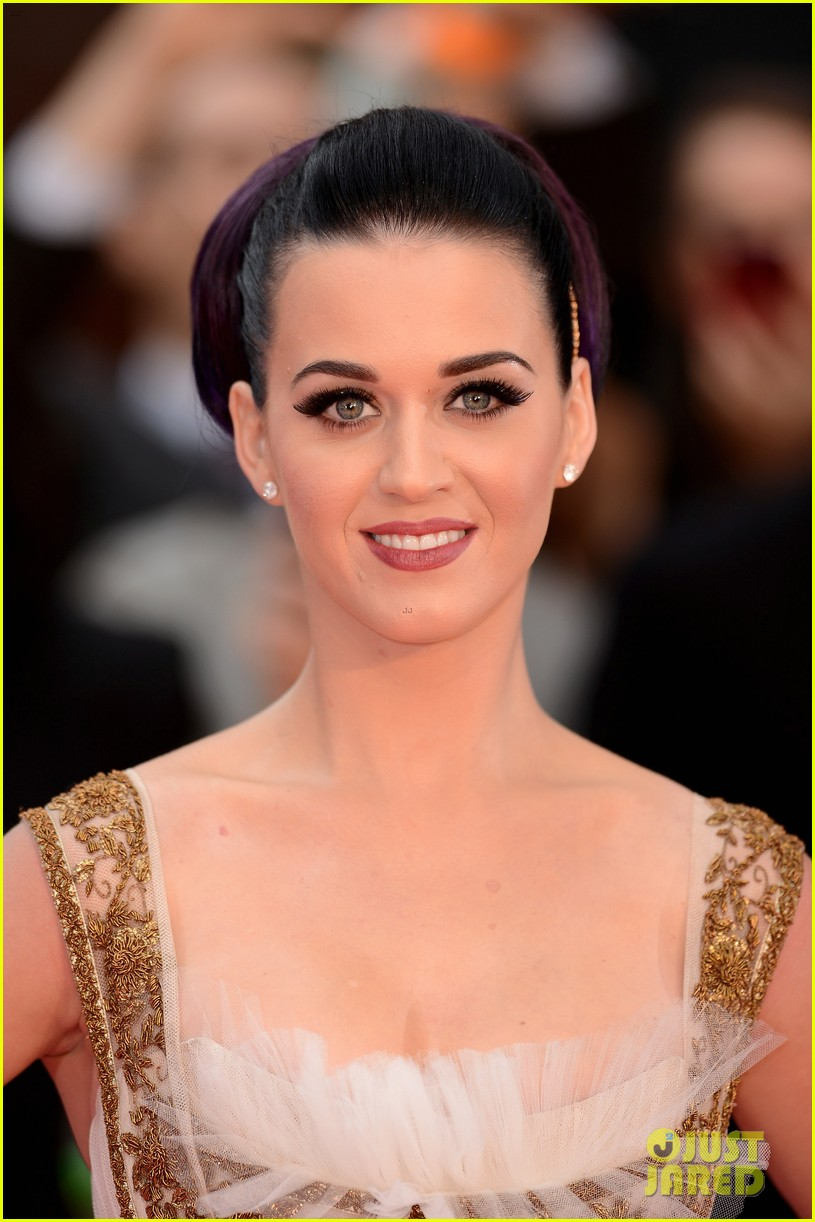 katy perry red white blue eyelashes at uk premiere 22