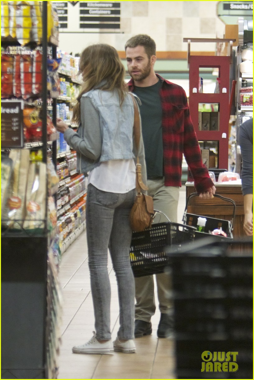 chris pine gelsons supermarket with dominique piek 042694682