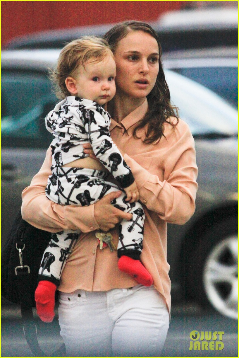 natalie portman dinner date with baby aleph 062689294