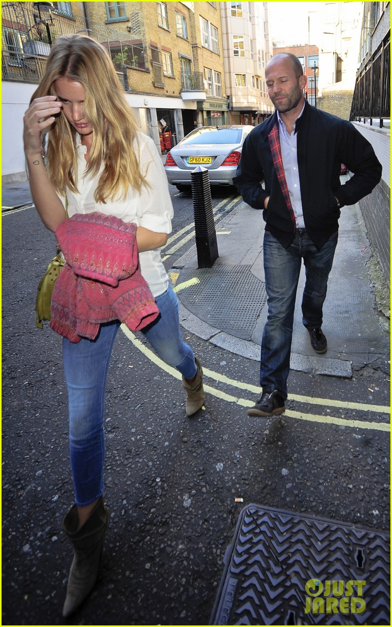 rosie huntington whiteley jason statham west end stroll 02