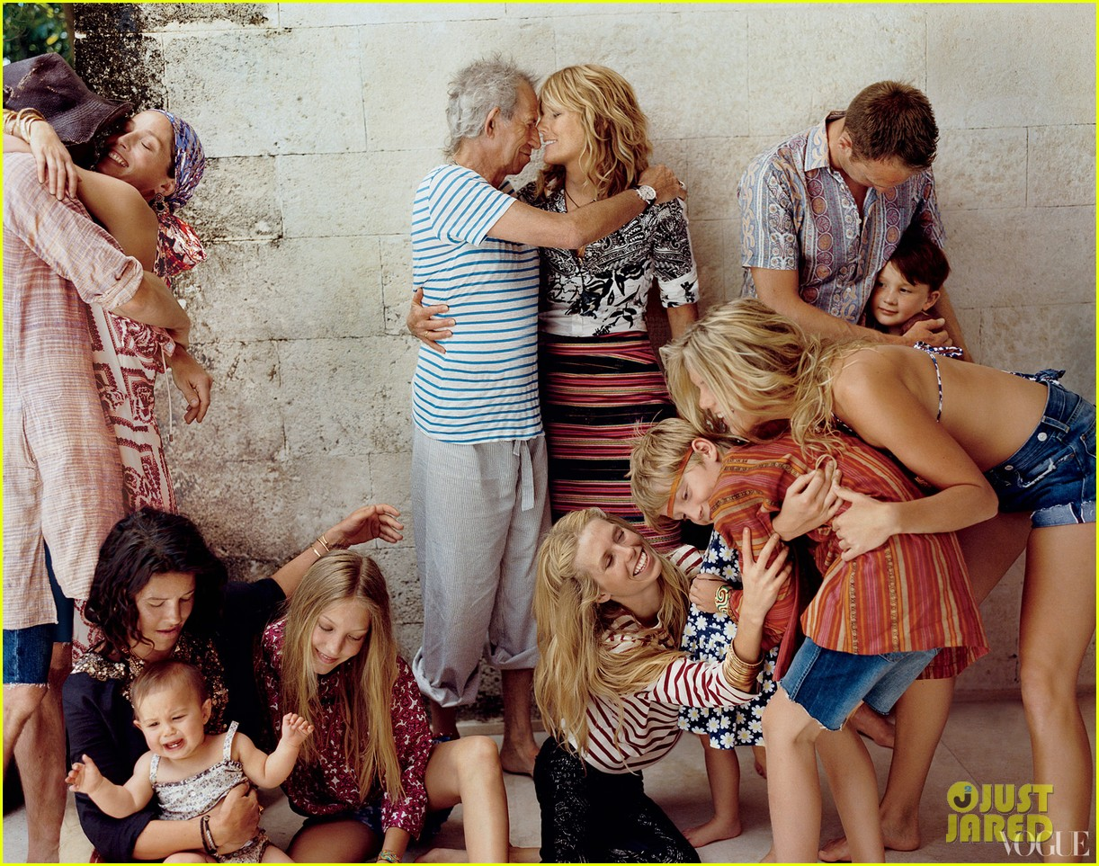 keith richards patti hansen family portait for vogue 01