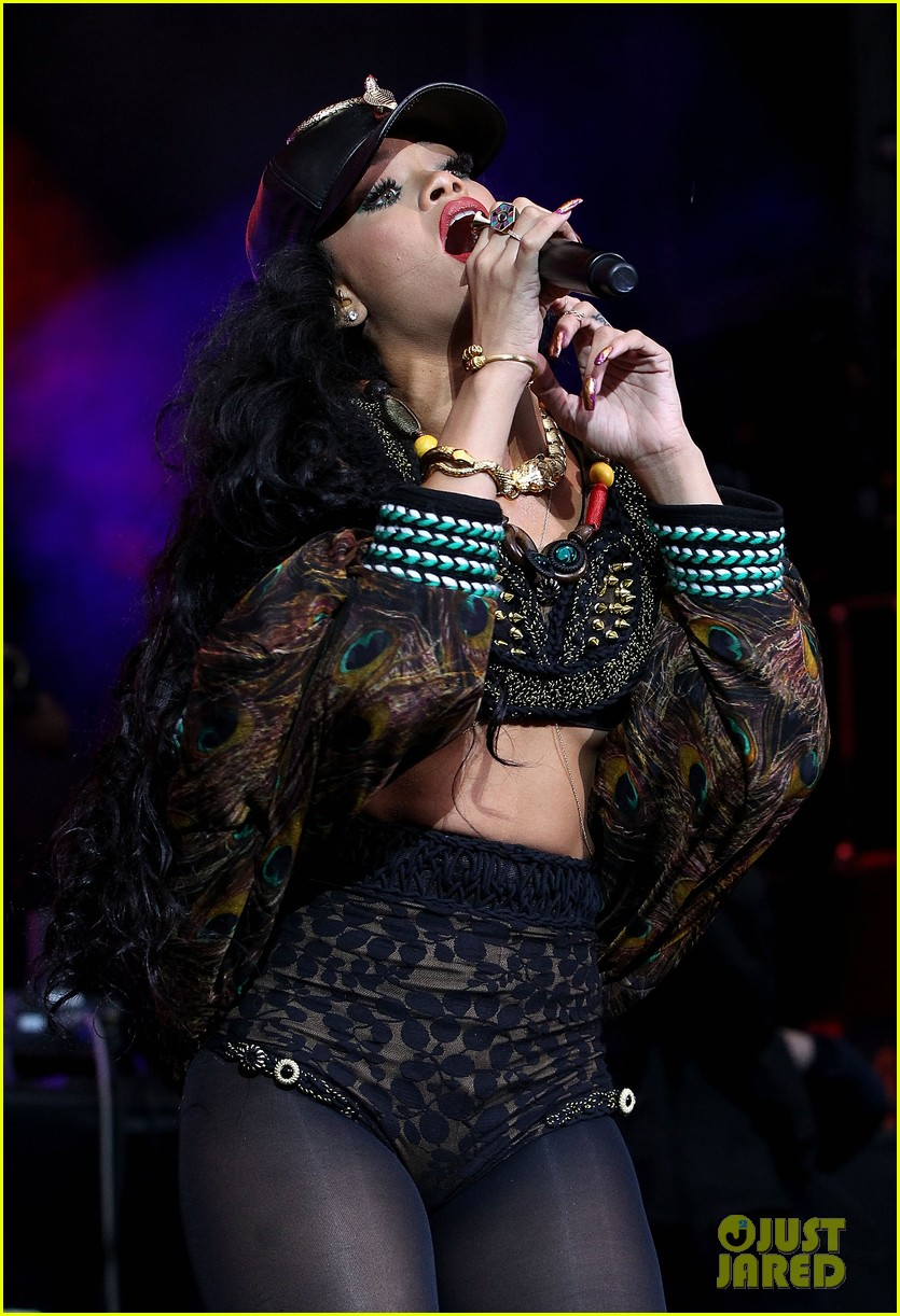 rihanna barclaycard festival performer 08