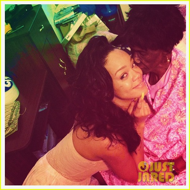 rihanna grandmother passes away 04