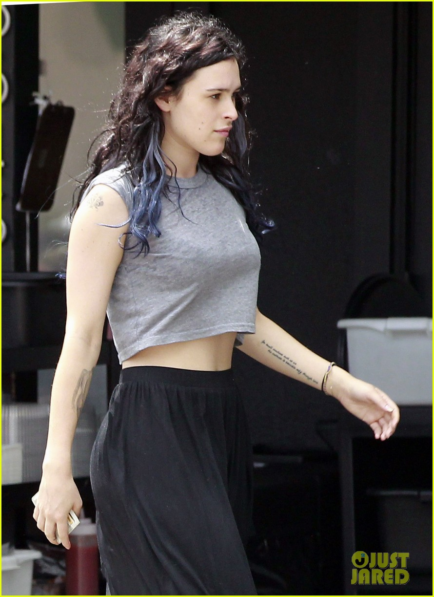 rumer willis bare lunch at joans 01