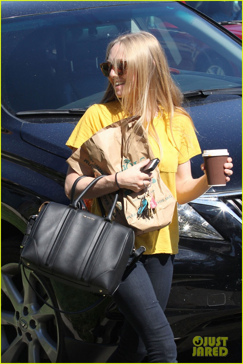 amanda seyfried leaving whole foods 10