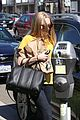 amanda seyfried leaving whole foods 06
