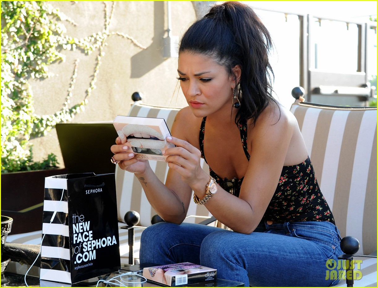 jessica szohr at home manicure 03
