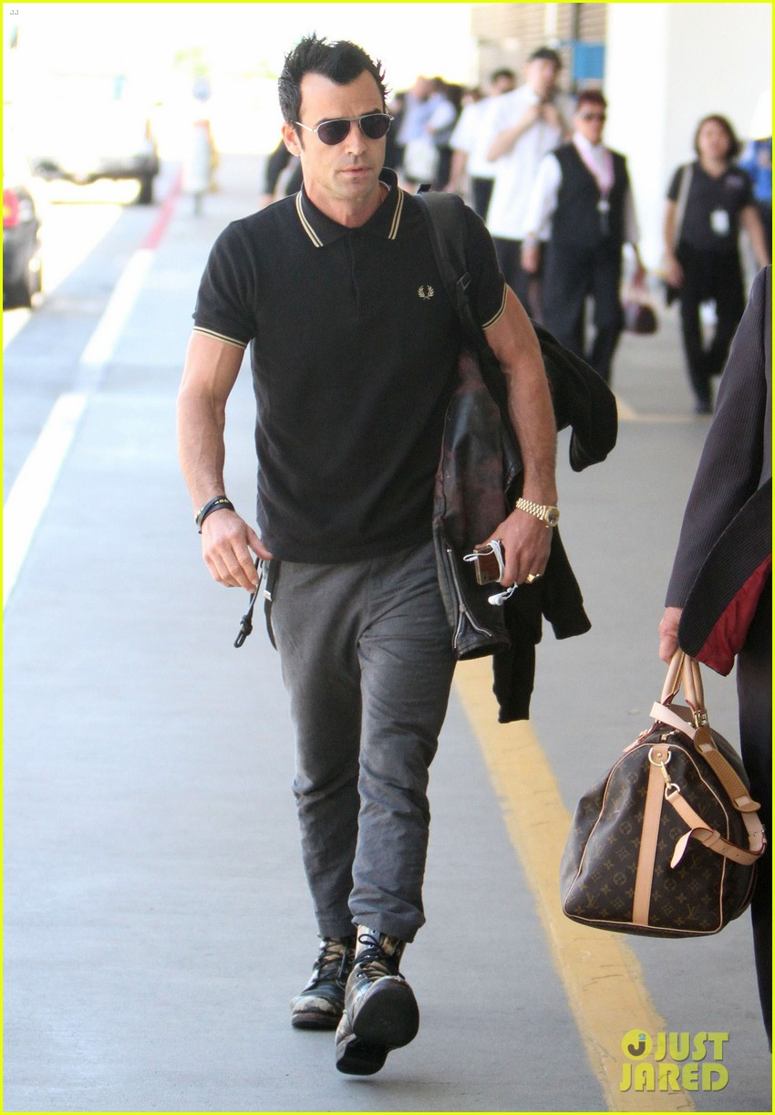 justin theroux buff biceps at lax 012692641