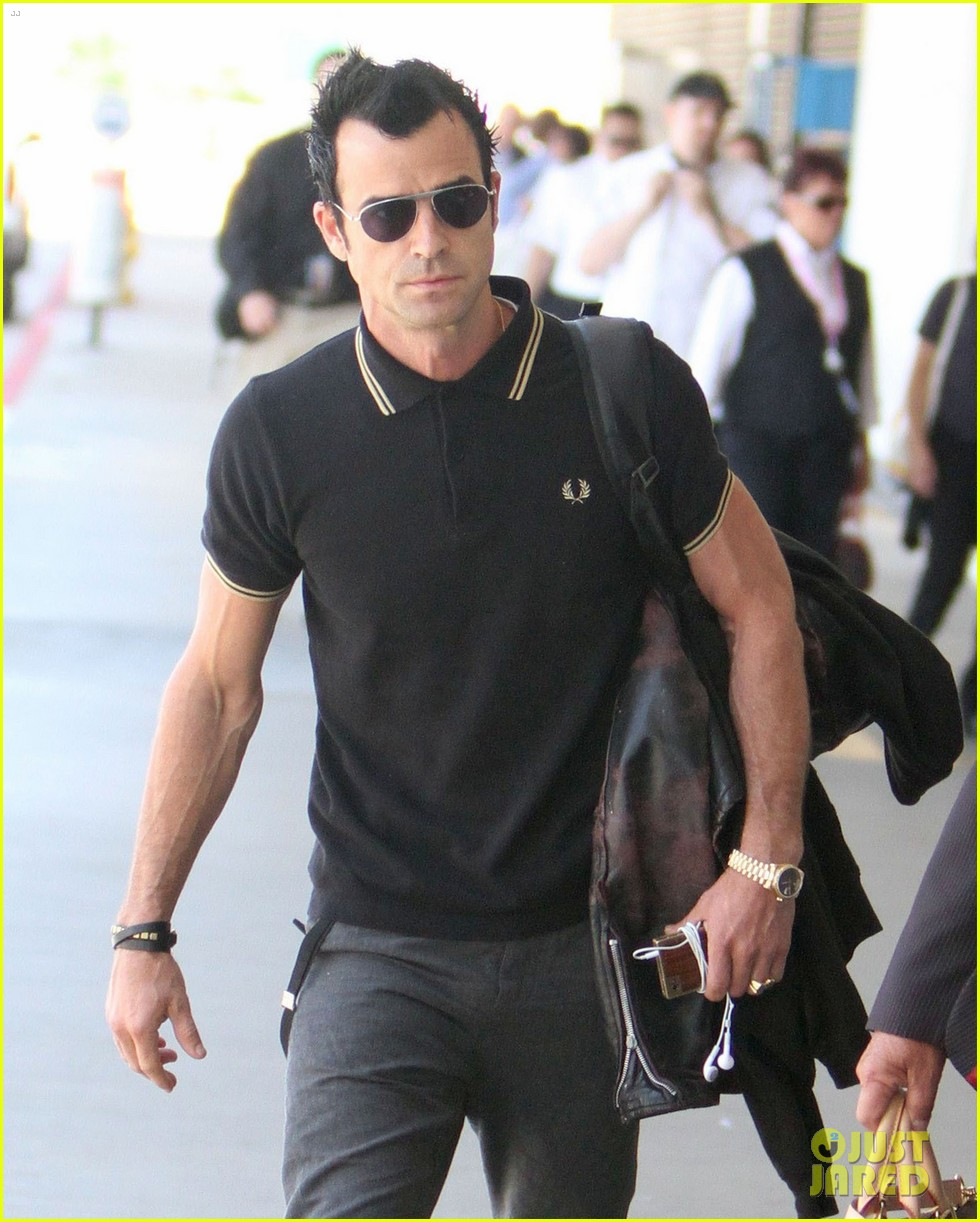 justin theroux buff biceps at lax 06