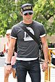 justin theroux hailing a cab 07