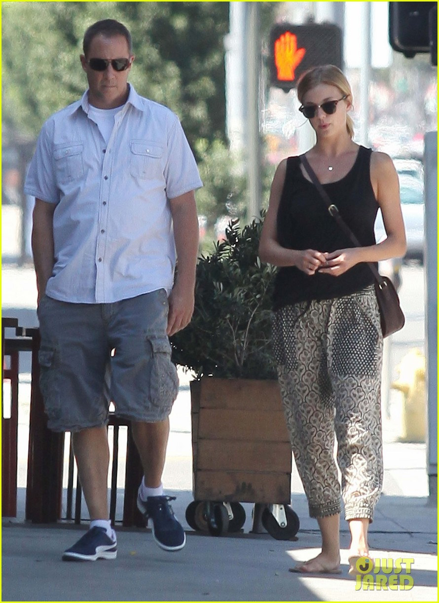 emily vancamp lunch with guy friend 042690097