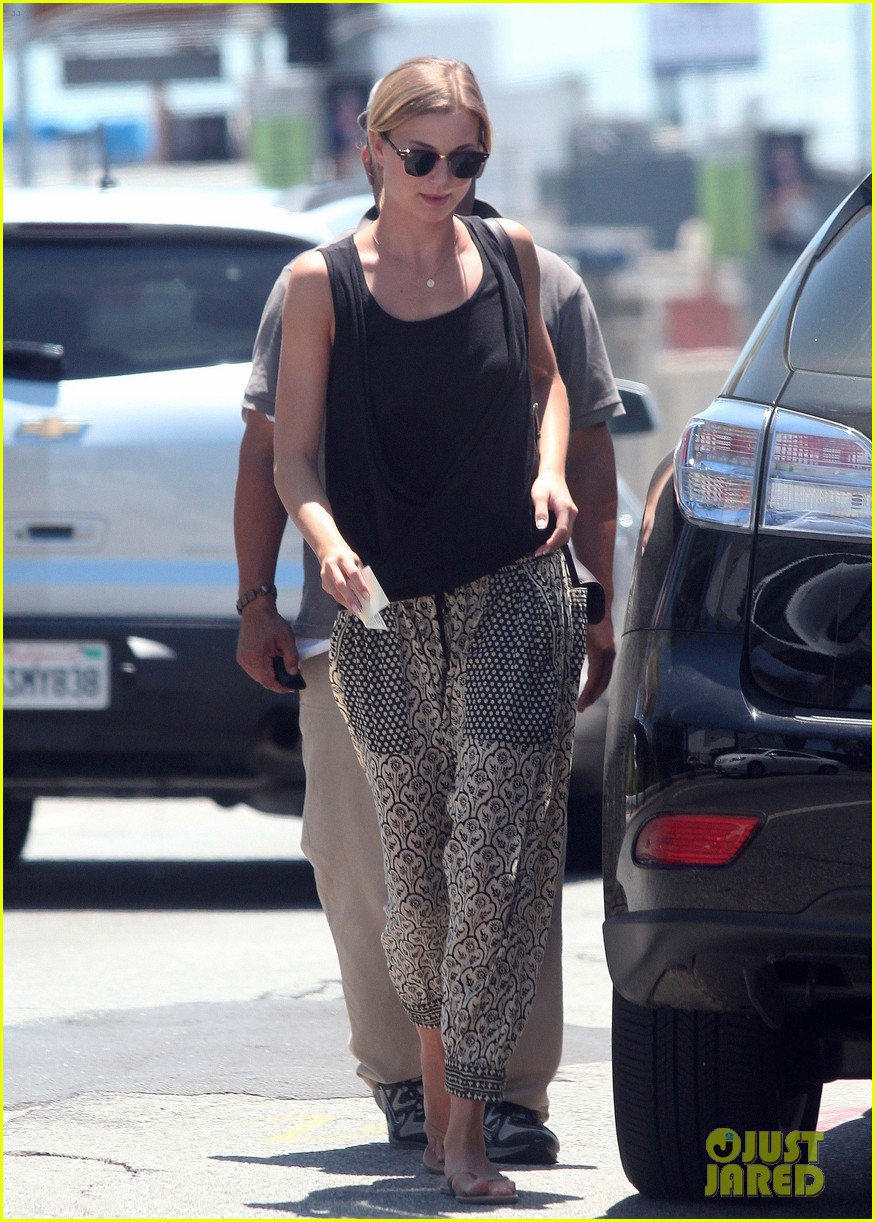 emily vancamp lunch with guy friend 072690100