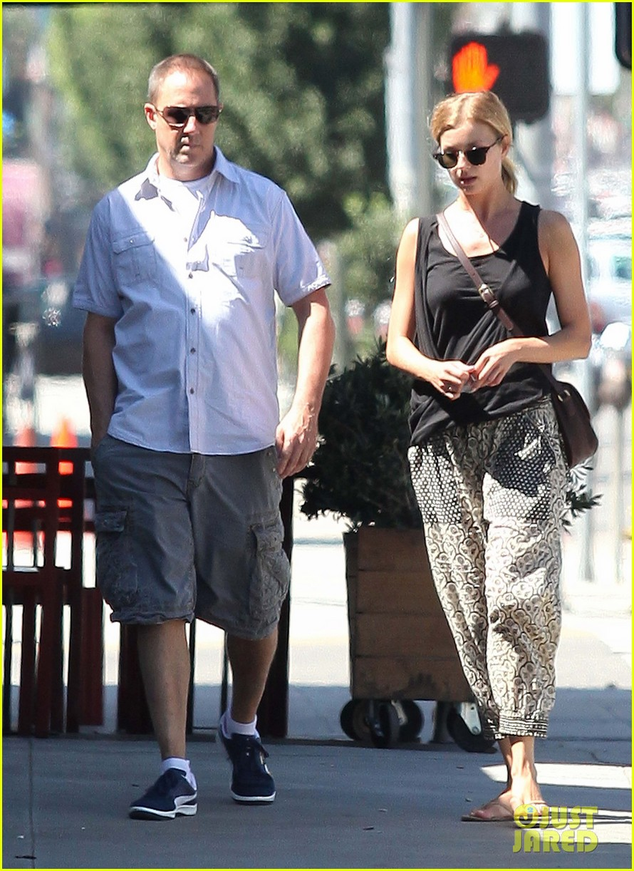 emily vancamp lunch with guy friend 11