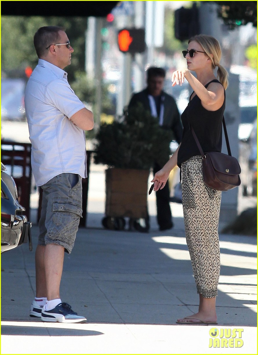 emily vancamp lunch with guy friend 12