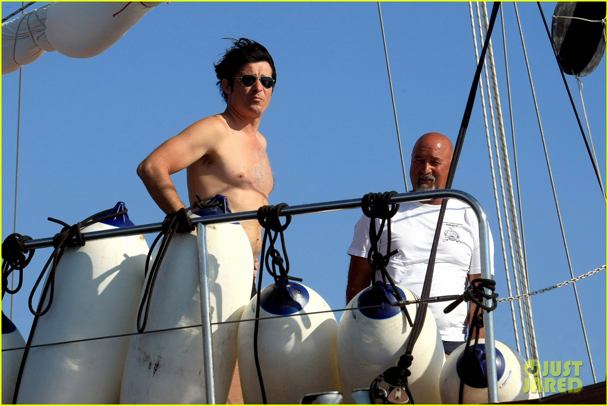 goran visjnic sailing shirtless 01
