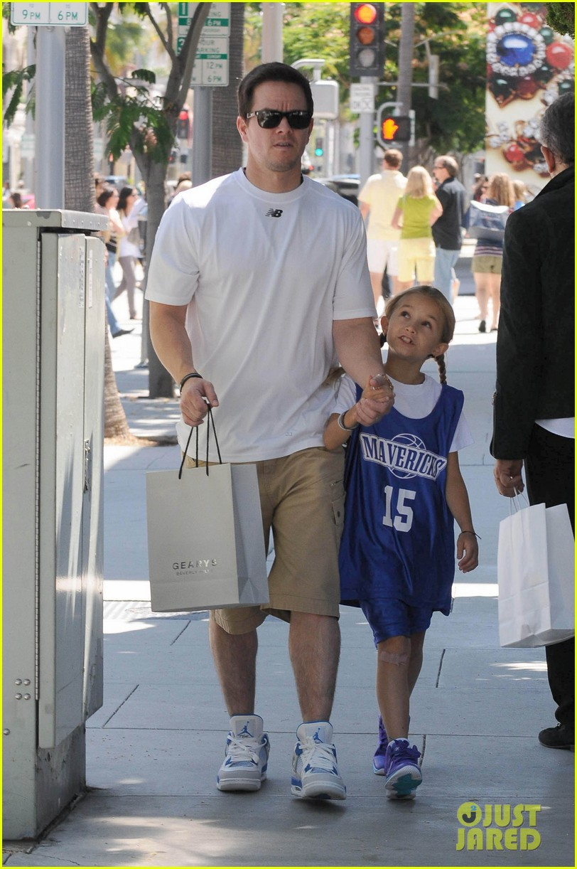 mark wahlberg out with ella rae 07