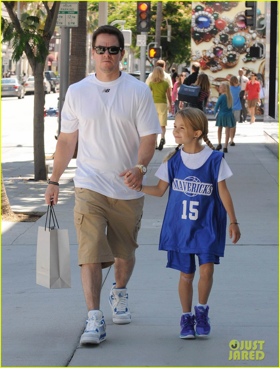 mark wahlberg out with ella rae 12