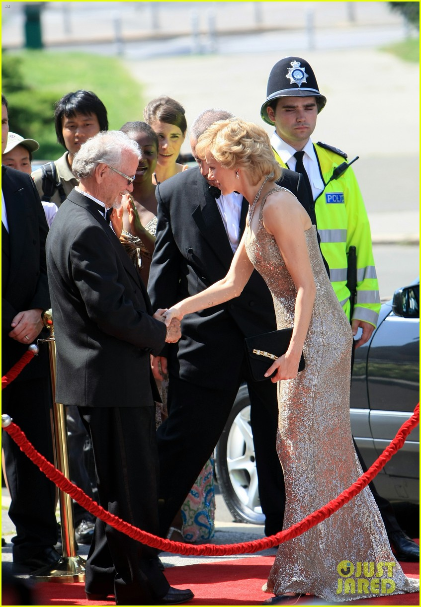 naomi watts princess diana caught in flight 03