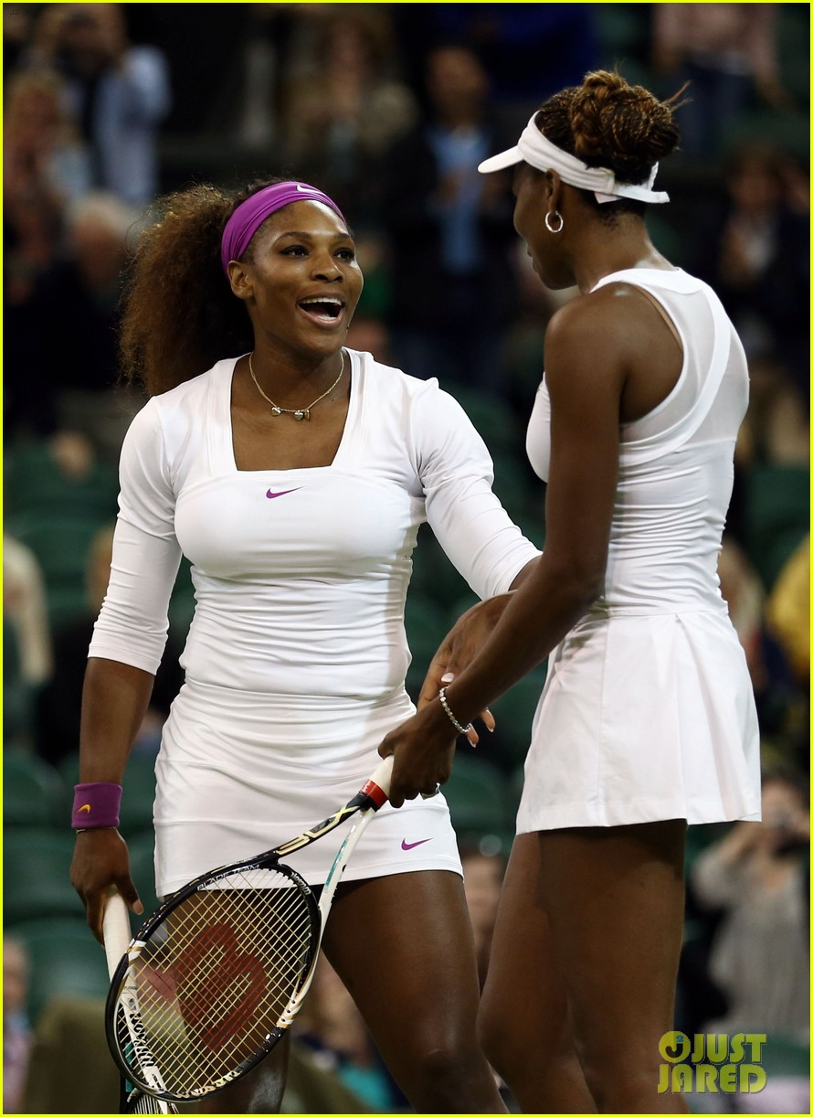venus serena williams win wimbledon doubles crown 082684411