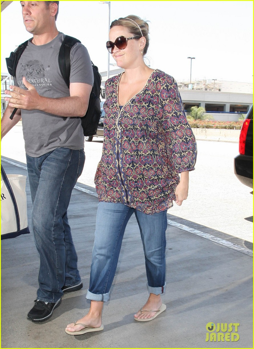 reese witherspoon lax departure 01