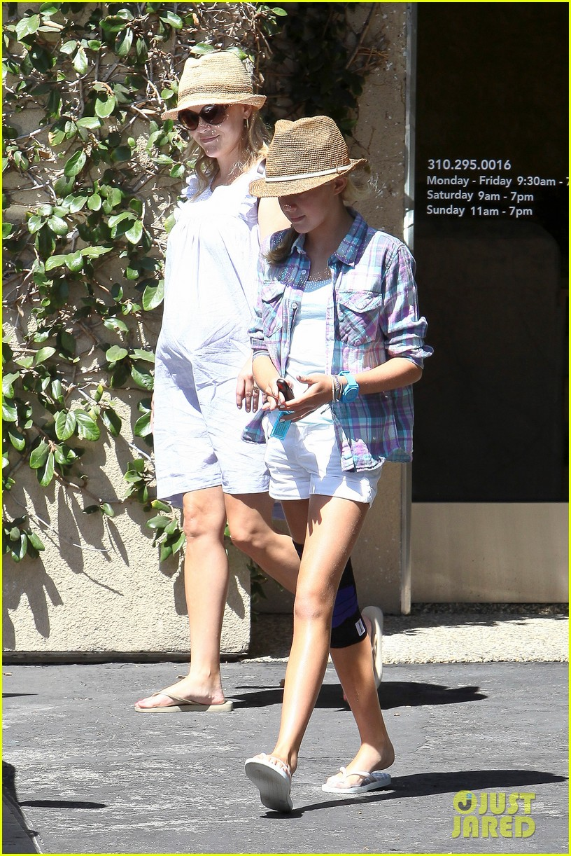 reese witherspoon day out with ava 032689917