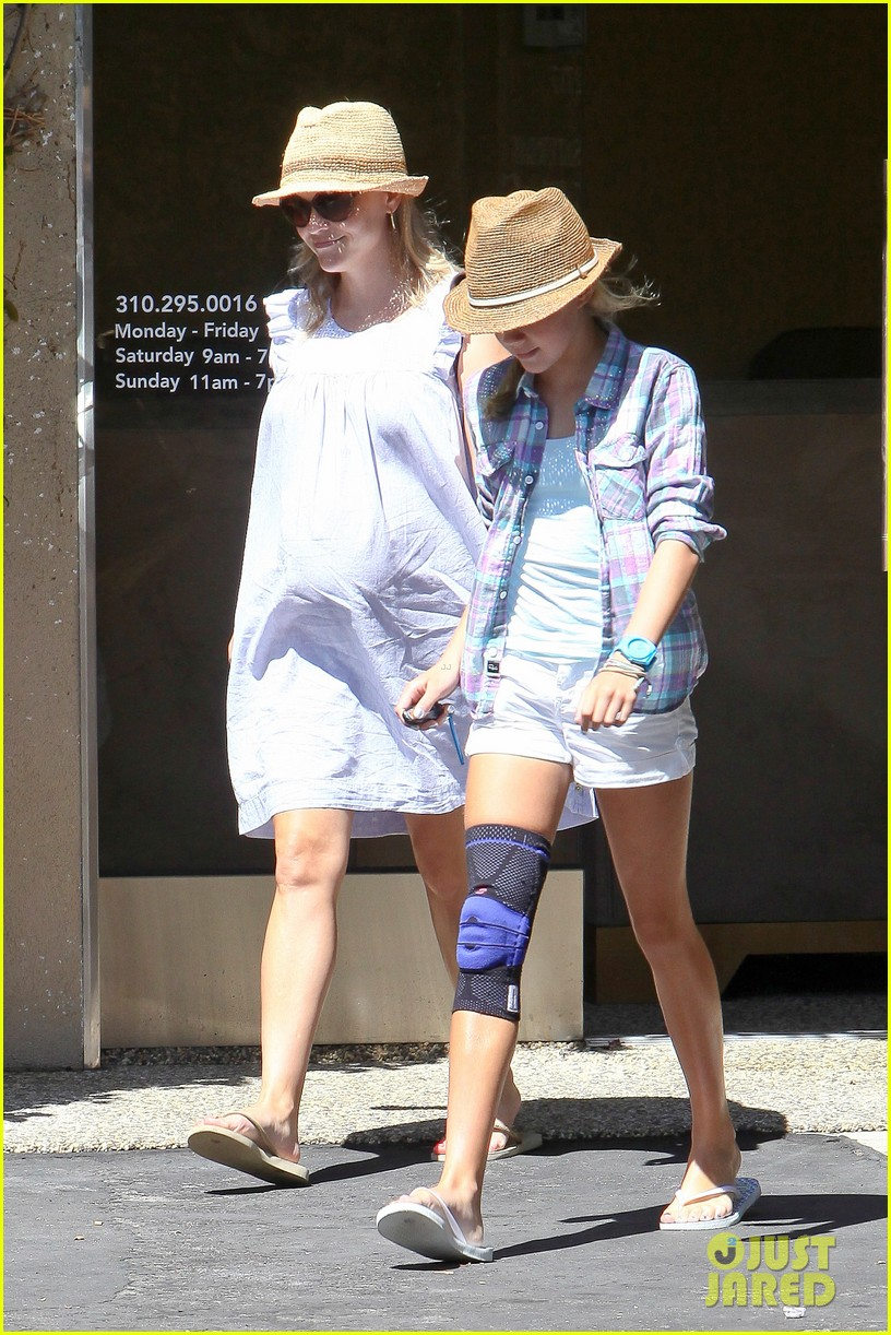 reese witherspoon day out with ava 082689922