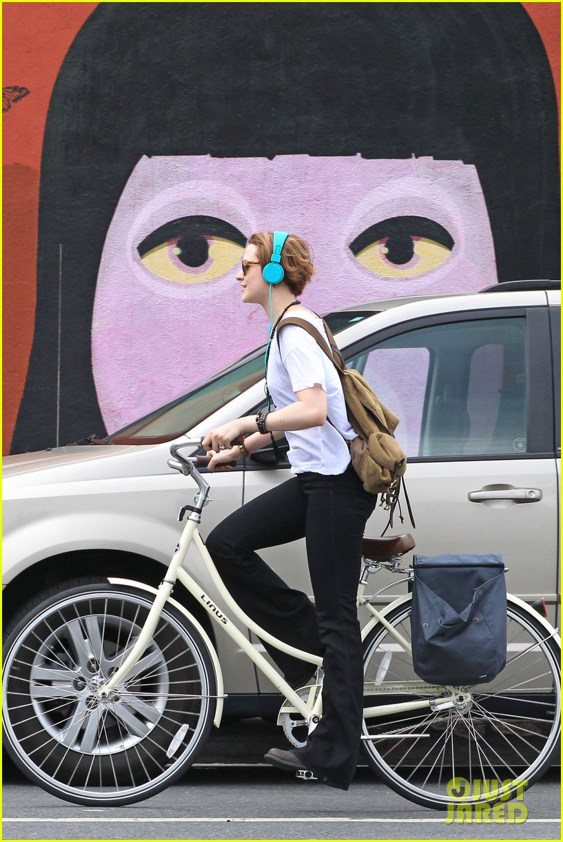 evan rachel wood biking jamie bell 052689830