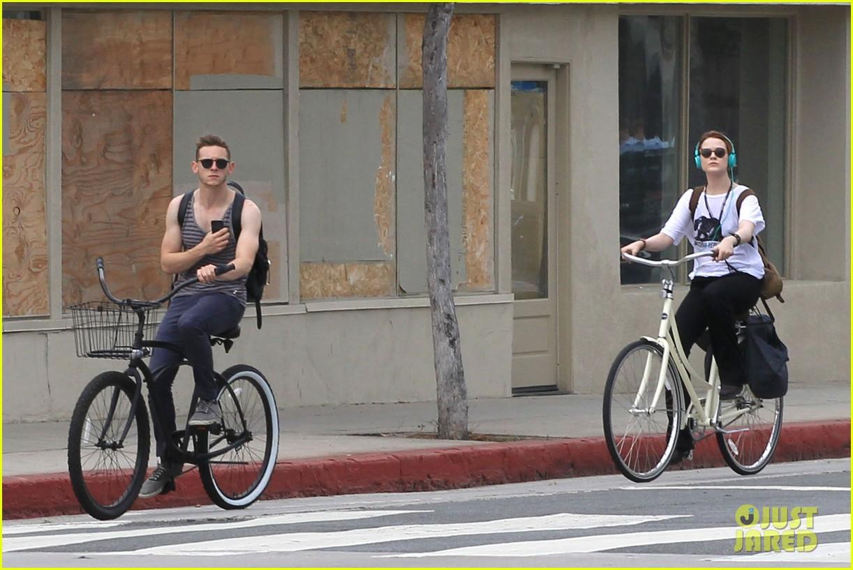 evan rachel wood biking jamie bell 062689831