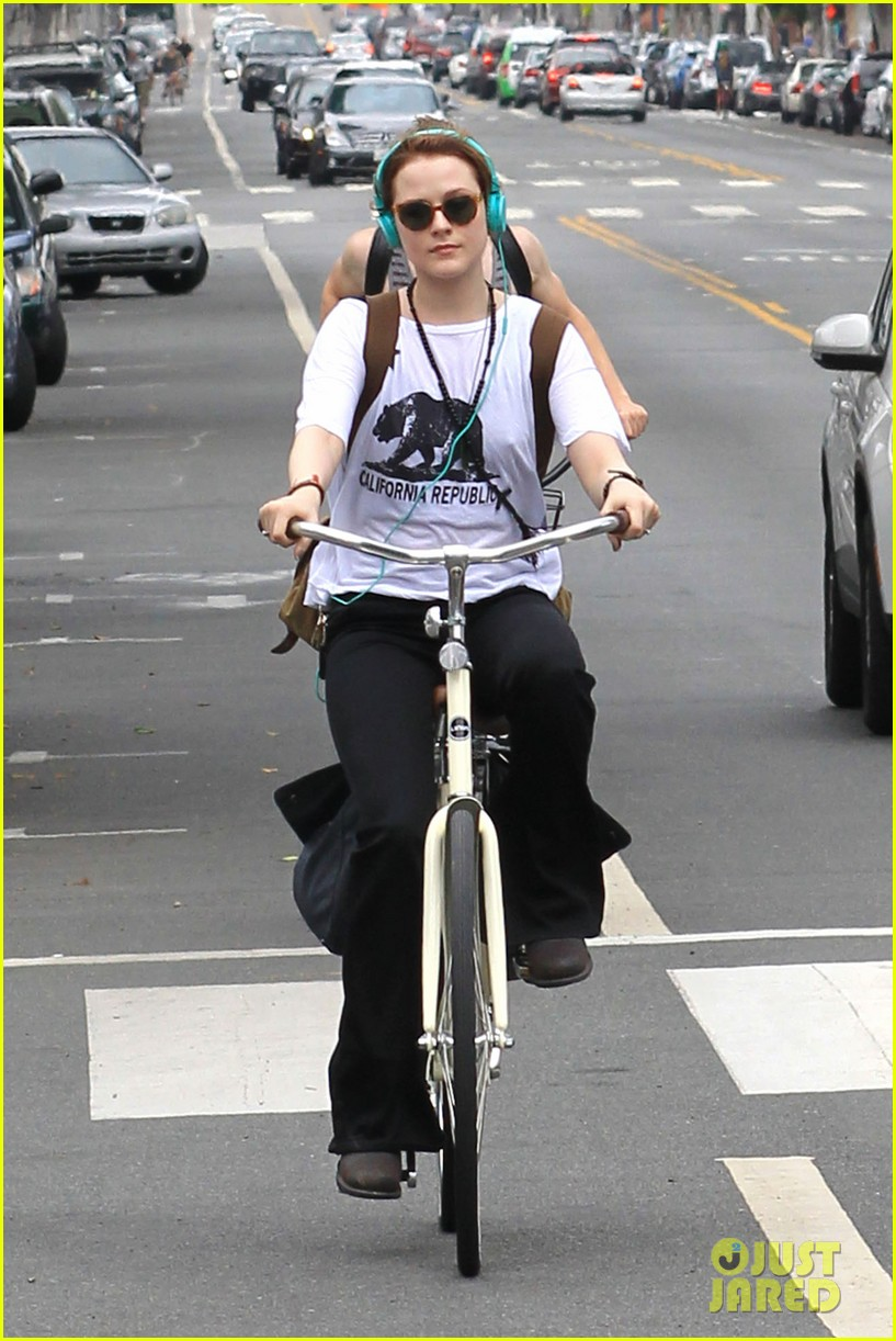 evan rachel wood biking jamie bell 08