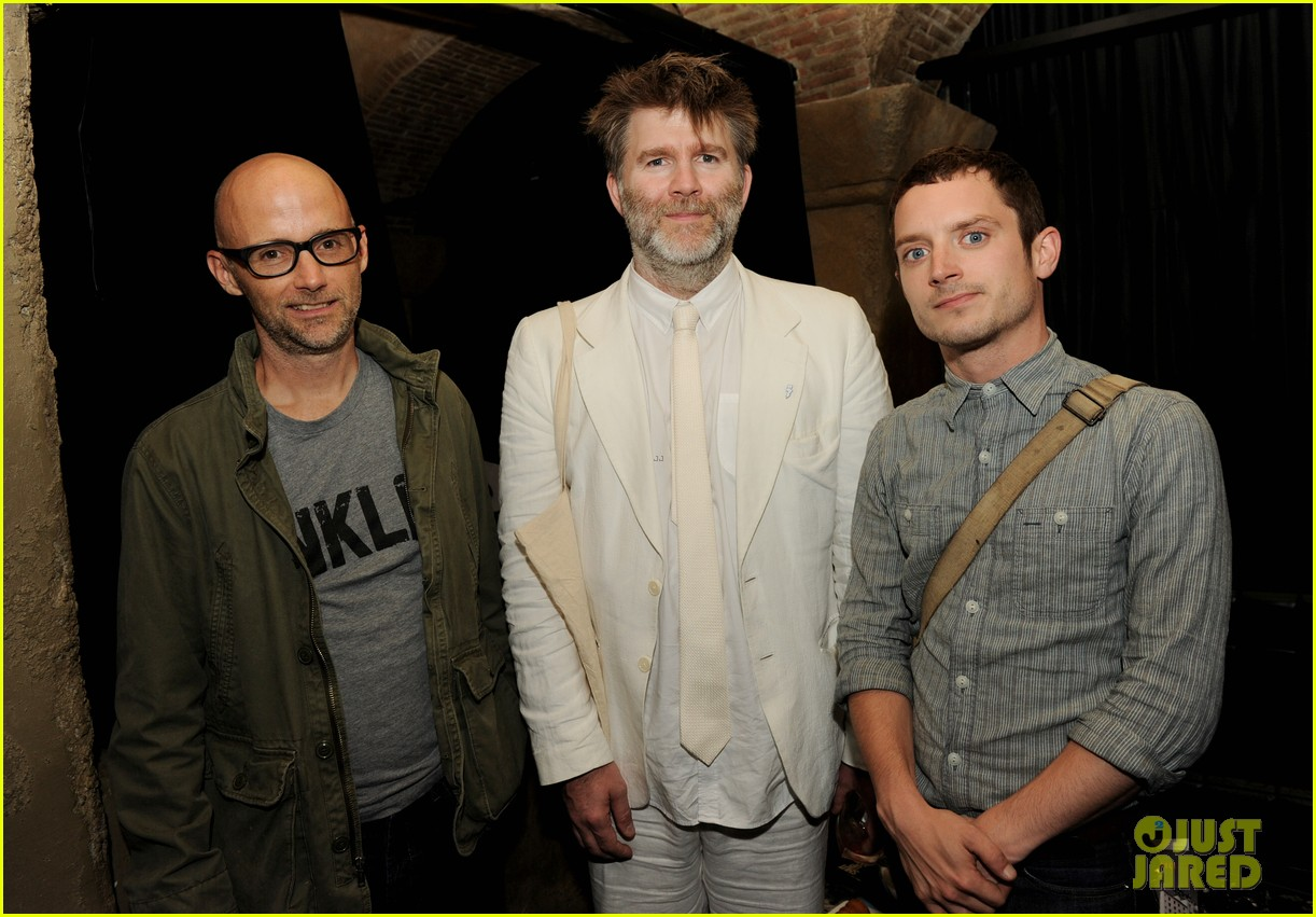 elijah wood talks wilfred season two finale 07