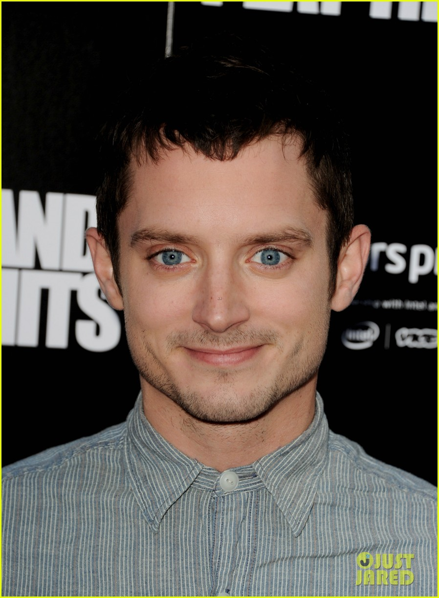 elijah wood talks wilfred season two finale 09