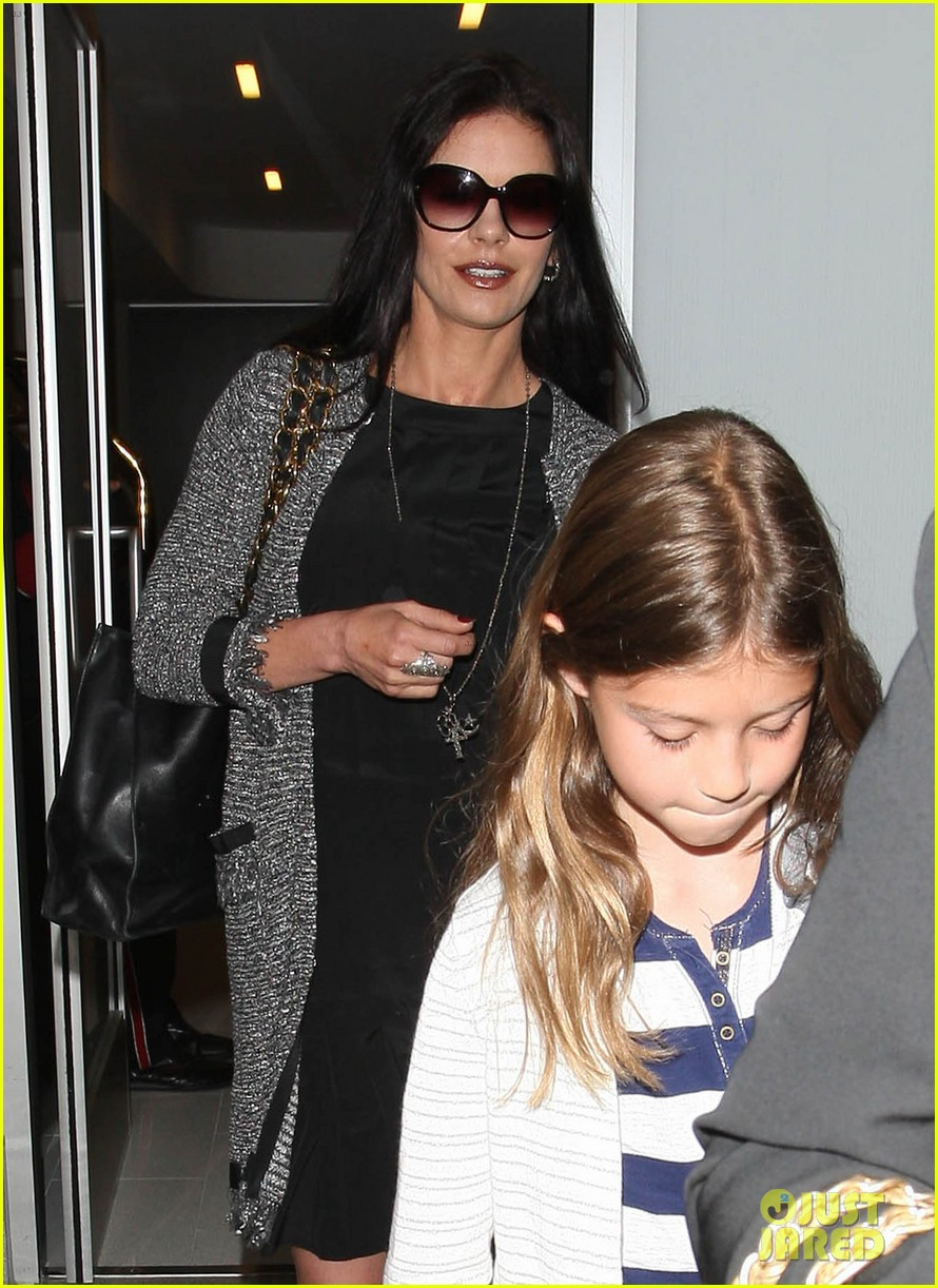 catherine zeta jones new york arrival with carys dylan 02