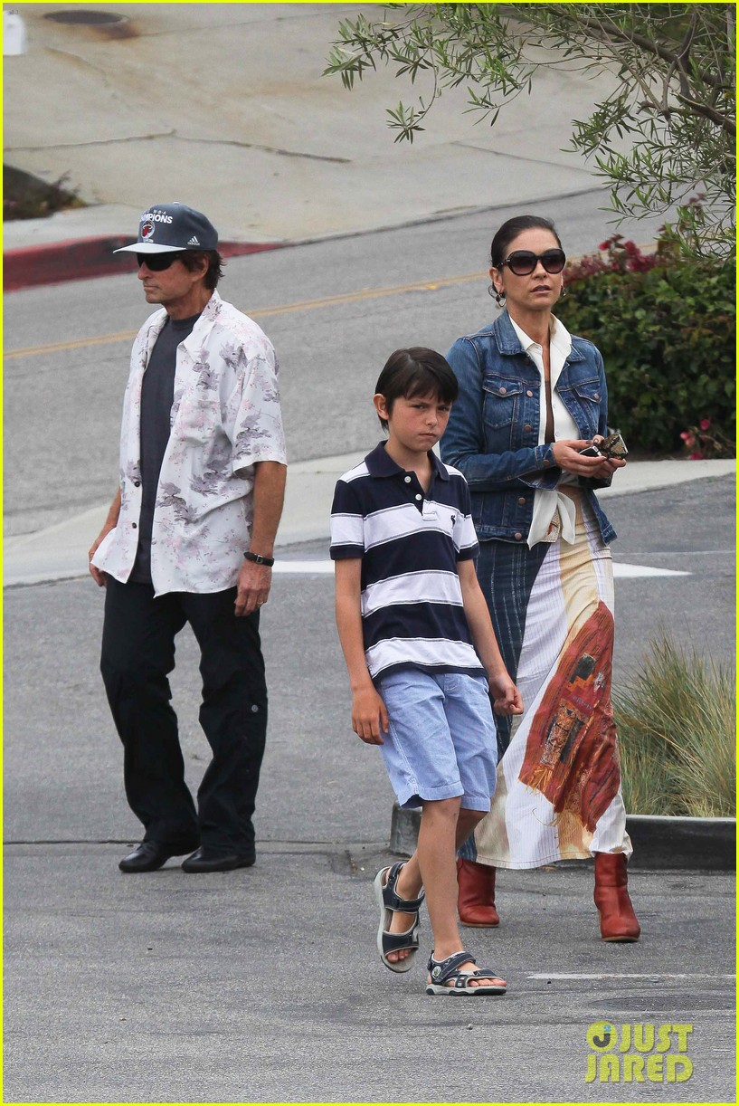 catherine zeta jones lunch with michael and dylan 10