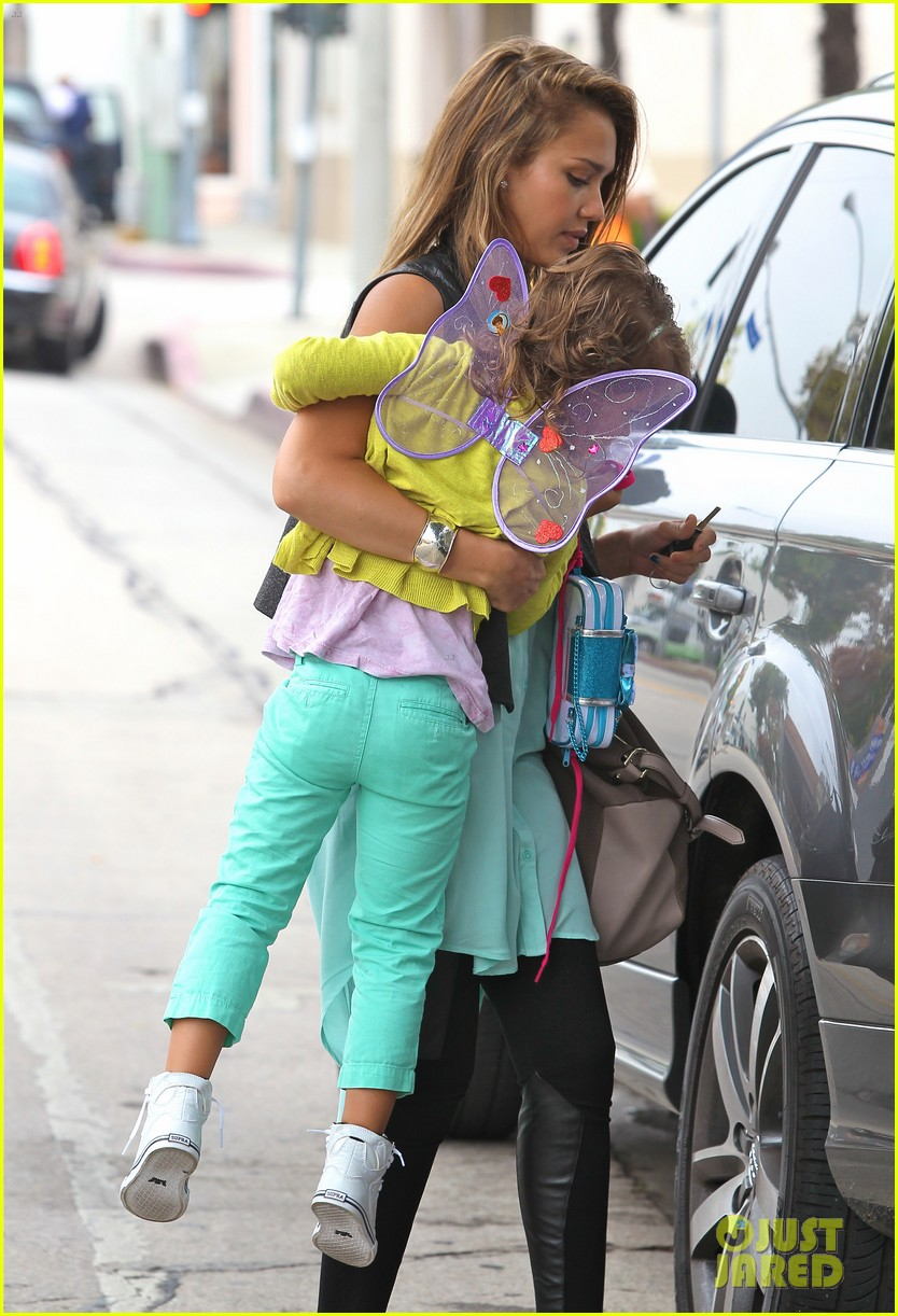 jessica alba lunch with honor 05